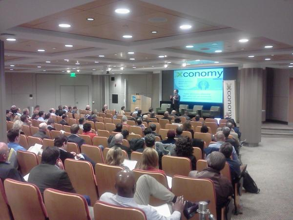 RT @Xconomy: Great crowd gathered for @joshlinkner presentation. @DVPtweets #Detmobile http://pic.twitter.com/f1F0ypsE