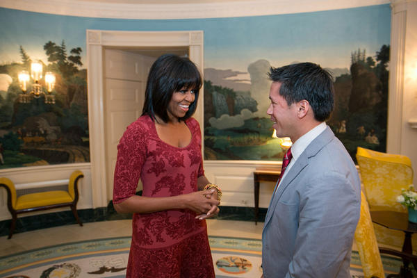 The First Lady just met with Inaugural citizen co-chair David Hall ahead of #MLKDay of Service: http://www.2013pic.org/service http://pic.twitter.com/E0vxKz73