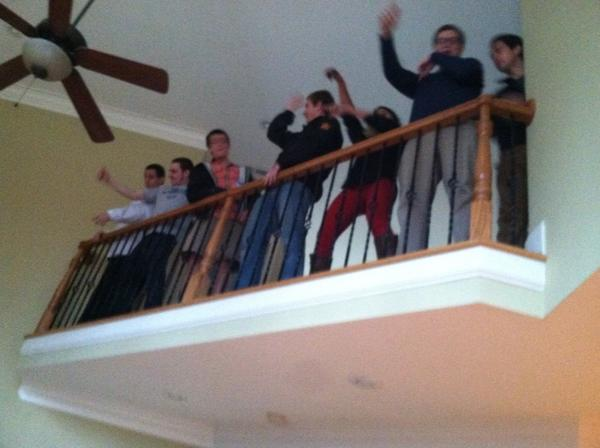 Dancing on the 2nd floor #darty <br>http://pic.twitter.com/Nb6qq3G
