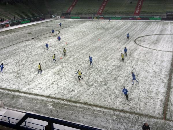 [21e journée de L2] SM Caen 0-1 Chamois Niortais - Page 4 BA6Xg0WCIAAV0cm