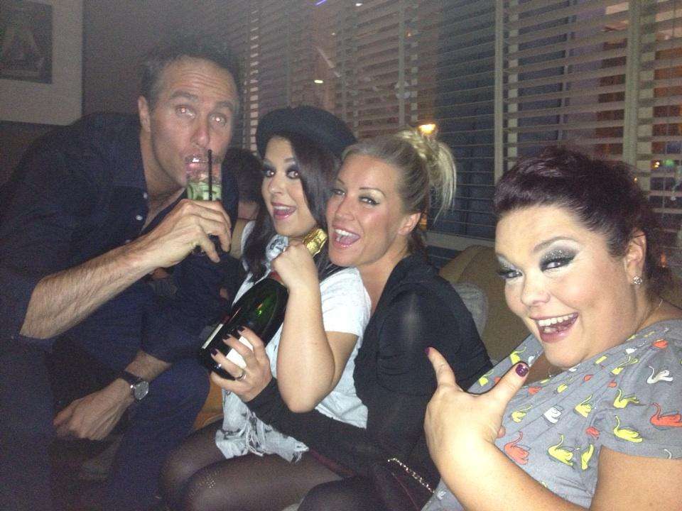 RT @Reallisariley: @RichardAArnold CHAMPAGNE!!!!! We miss you sooooooooo much xxxx http://t.co/xUdCOW3x