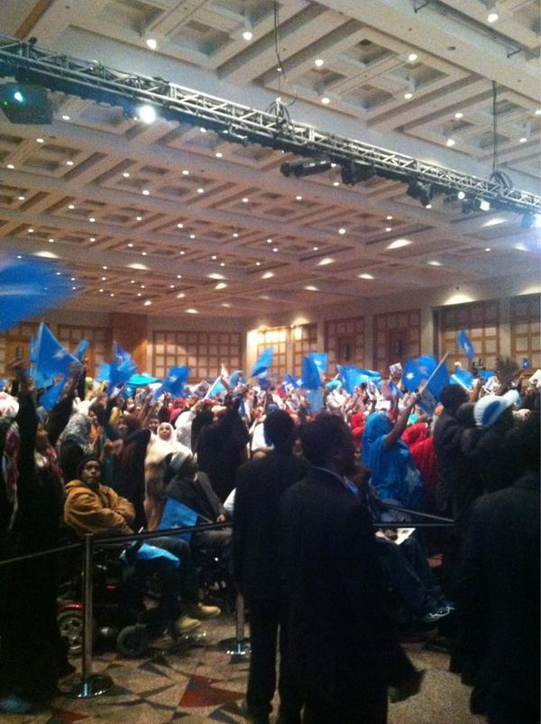 Huge huge warm reception & applause. Blue and white everywhere! #Minneapolis #SomaliaMN2013 #diaspora http://pic.twitter.com/zu9N8BTk