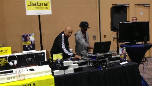 Having too much fun rockin out to Rev Run. Forgot what I was doing. #ces #oldschooljamz http://pic.twitter.com/dqPqh8Yp