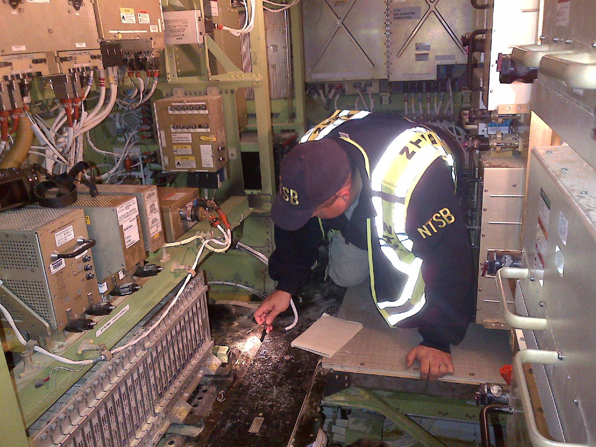 787 Problèmes électriques BAHpuT_CIAAgjPn