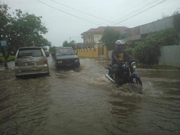 Tips Aman Berkendara  Di Jalan Saat Musim Hujan - AnekaNews.net