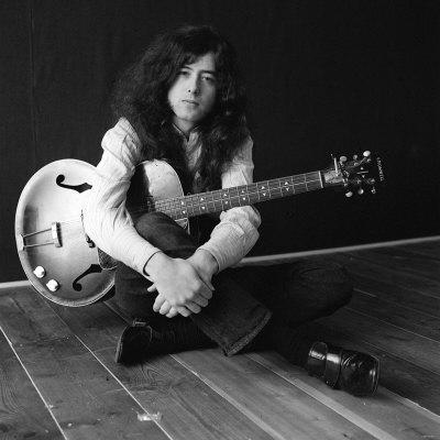 Happy Birthday to one of the greats, Jimmy Page who turns 69 today! #LedZeppelin #JBLZE http://t.co/JmKnrOY8