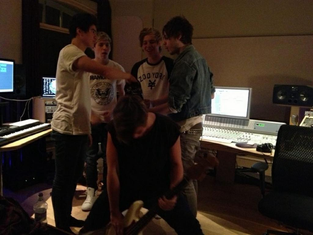 RT @5SOSAUS: When Niall Horan decides to hang with 5SOS... This is the greatest moment ever http://t.co/zvMA5qpL