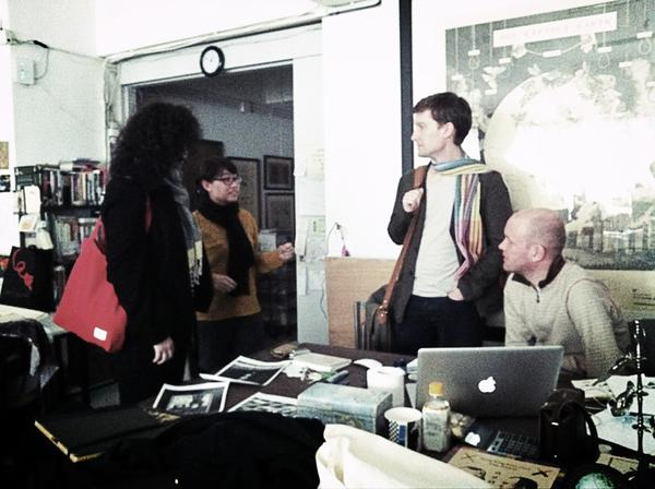 RT @HemanChong: @LTTDS and John Jervis of @artasiapacific talking to #HongKong artist Ho Sin Tung in her studio. #Moderations http://pic.twitter.com/ir1QAHDl