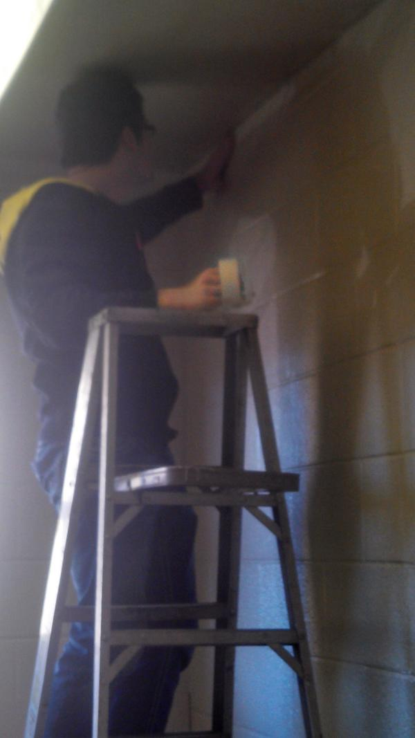 Andrew preps for paint work in an NFD bedroom. #VUMLK #OACSatVandy http://pic.twitter.com/WT1OMZdt