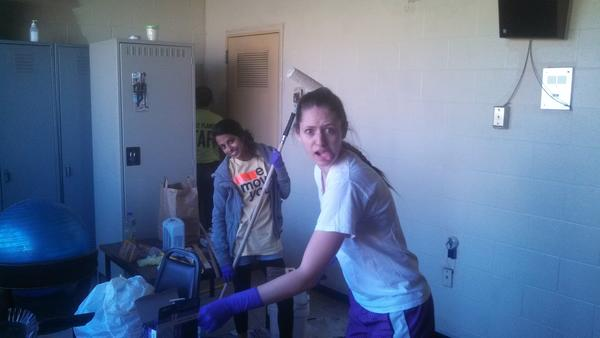 Angie and Katie painting at the NFD station on Richard Jones Rd. #VUMLK #MLKDay #OACSatVandy http://pic.twitter.com/B5WpWIoY