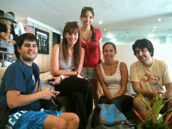 Momento relax en el lobby del @hotelcapilla antes de salir a conocer la ciudad #ColombiaBT http://pic.twitter.com/hLCv3Sae