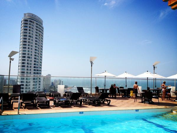 Ufff… sin comentarios!! Peazo piscina con vistas en el @hotelcapilla #ColombiaBT http://pic.twitter.com/iVsobHdF