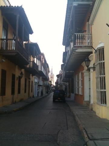 """""""@viajeatardecer: Calles de Cartagena ¡preciosa ciudad! #colombiaBT http://pic.twitter.com/HRSJY4UG"""