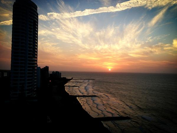 Una de las puestas de sol mas bonitas que he visto nunca... #ColombiaBT http://pic.twitter.com/cX1C2iW3