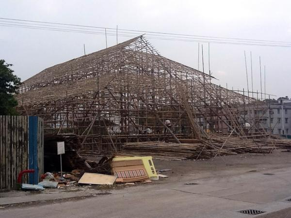 Ho Sheung Heung village, building stage for New Year celebrations #architecturewithoutarchitects #incidentsoftravel http://pic.twitter.com/CDMT5Rv4
