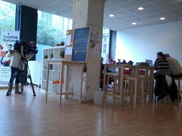 Avant-goût du reportage du jour : #LaForge et le #coworking #coopérative #Liège & #pizzapitch @coworkingliege @tigella http://pic.twitter.com/MX2Weqro