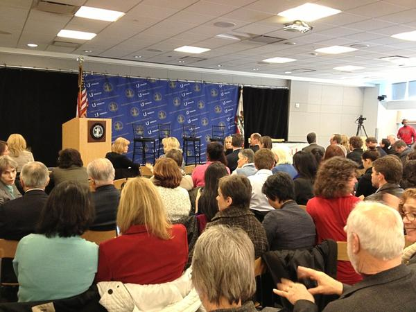 Packed house for @udacity / San Jose State press conference! #SJSUplus http://pic.twitter.com/XbSip8xZ