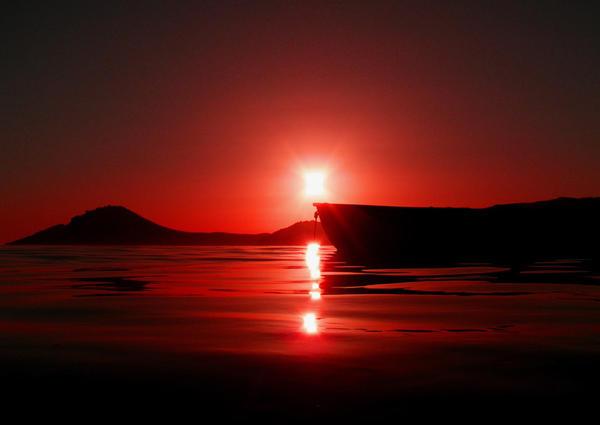 Yalıkavak'ın uzun sahil kıyısından çekilen Küdür yarımadası ve bi sandal silüeti. http://t.co/DuSplYjq