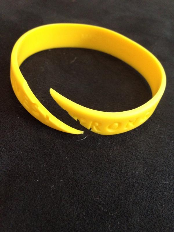 LOL @ ppl cutting up their Livestrong bracelets | Sports ...
