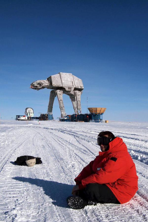 It's not easy to traverse #Antarctica, but #StarWars robots have no problems. http://pic.twitter.com/d2Lq0BE1