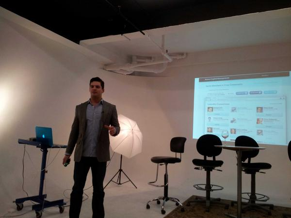 Justin Wisz, co-founder @Vestorly, presenting at #RIAcomply @internetlabs http://pic.twitter.com/kKvtpovV