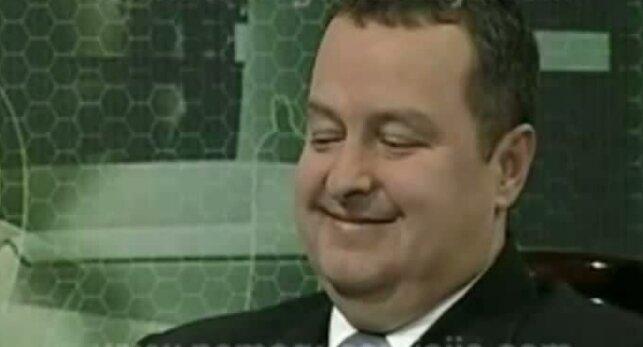 El primer ministro de Serbia, entrevistado por una periodista sin ropa interior BB2ikpTCMAA3G1V