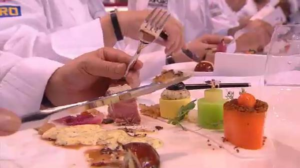Go Hungary!RT @hsuccessstories: Tamas Szell & Team Hungary just presented their meat plate @Bocusedor! Looks so yummie! http://pic.twitter.com/U0c0zpn1