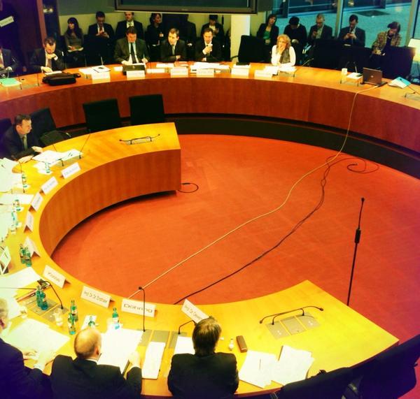 #LSR-Anhörung im #Bundestag Rechtsausschuss: http://pic.twitter.com/aS4gE87e