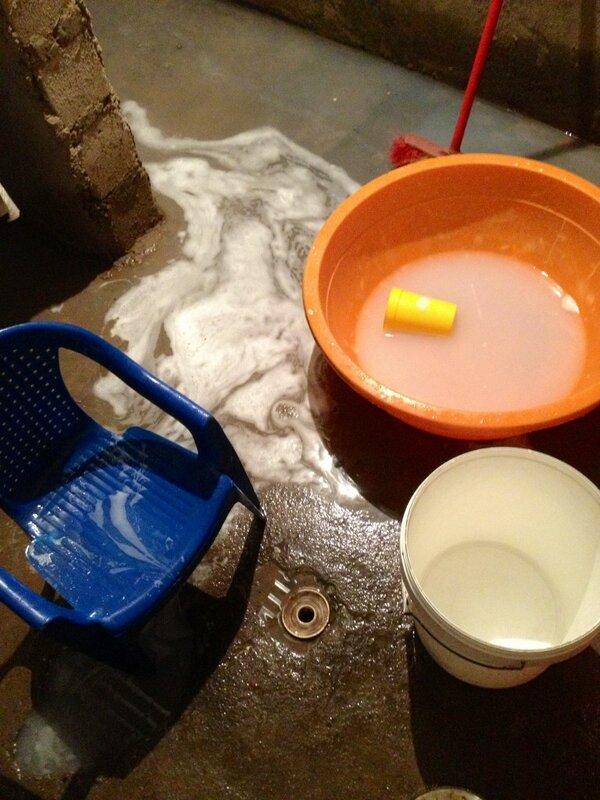 Resultado de imagem para esquentar agua no fogao pra tomar banho