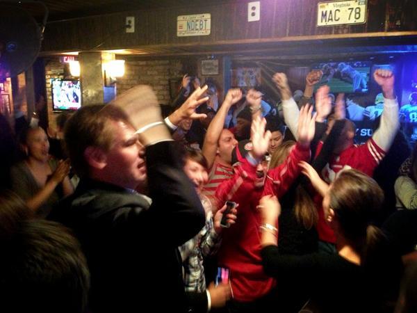Celebrating @49ers win in DC w/ @mayoredlee, @mchammer, @timsbranti & #ca15 visitors!  Feels like home! #QuestforSix http://pic.twitter.com/zytKyK6d