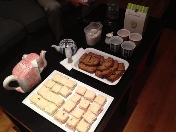 #Downton Abbey viewing tea party. http://pic.twitter.com/RV7nKbit