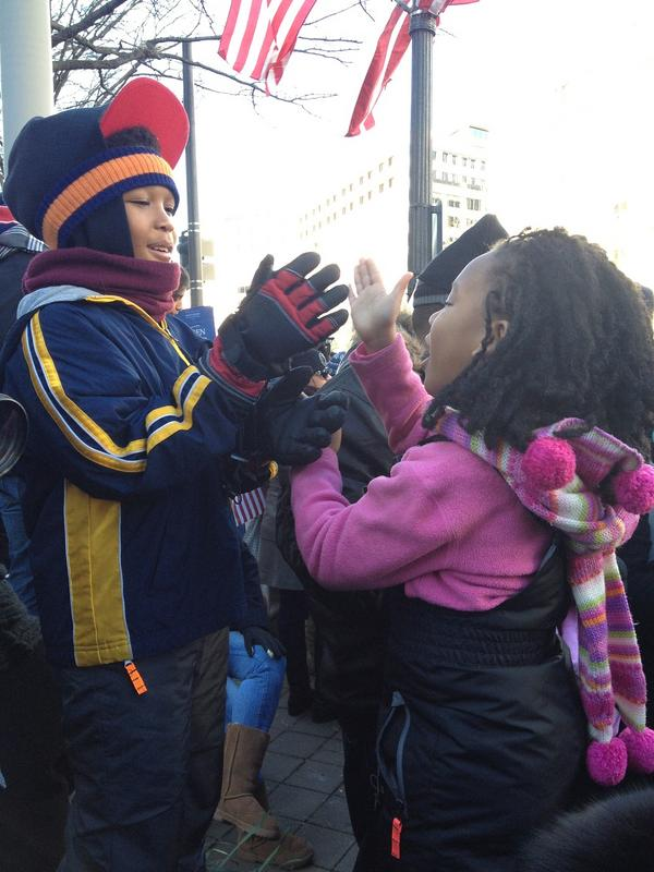 Another way to keep warm on the parade route: play games with a new friend. #inaug2013 http://t.co/k5AKTQ1m