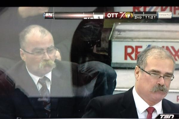 Paul McLean coach of Ottawa Sens has a twin! Sitting behind the bench!! #Florida #NHL #TSN http://pic.twitter.com/huvVVwF2