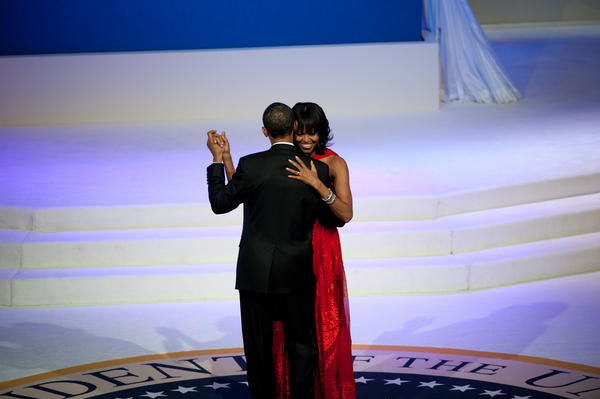 """PHOTO: @BarackObama and @FLOTUS dance to """"Let's Stay Together"""" at the Commander in Chief's Ball. #inaug2013 http://t.co/KGKvG1fg"""