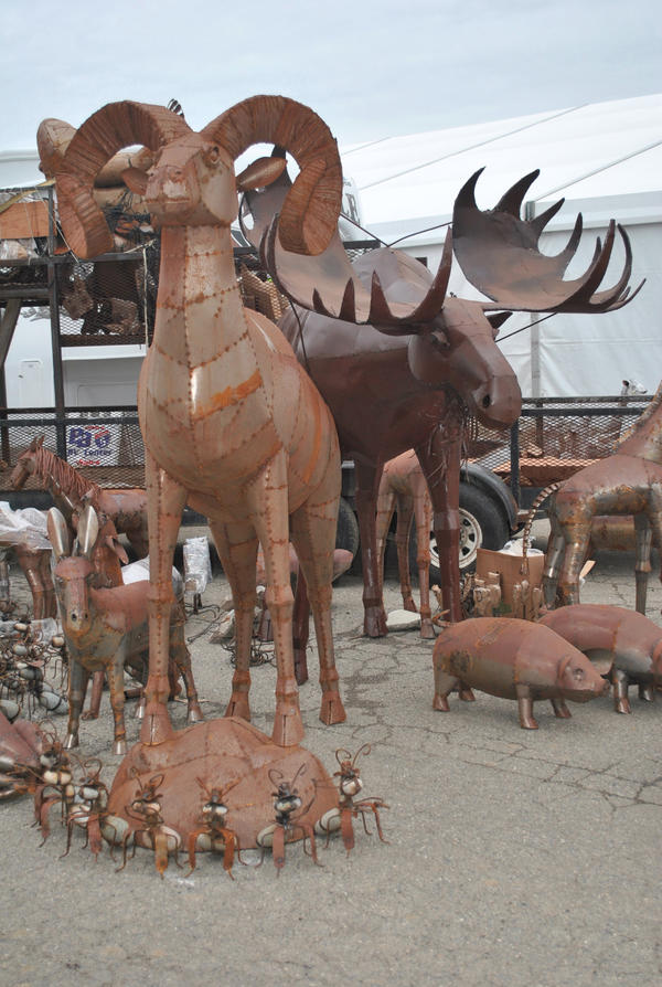 Look 4 really cool statues that are @ #RBBullSale every year & when you're done @TehamaFair go see @PurringKitty101 http://pic.twitter.com/sqNwiryp
