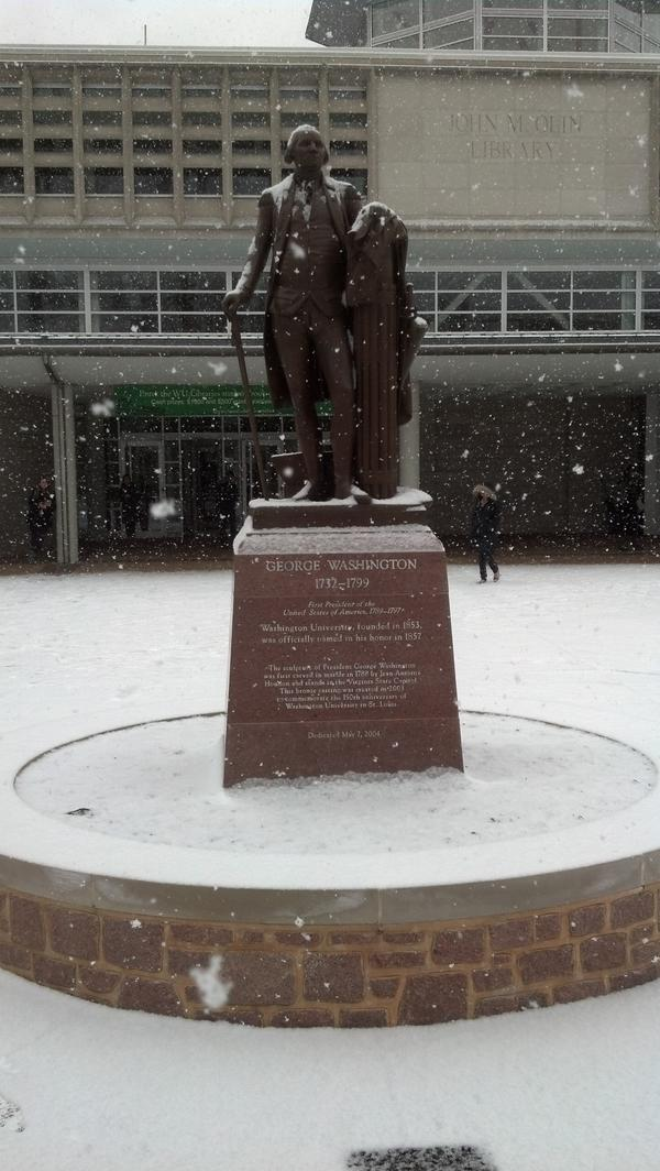 George Washington's loving it! Haha #snow in the stl http://pic.twitter.com/bhTqyehO