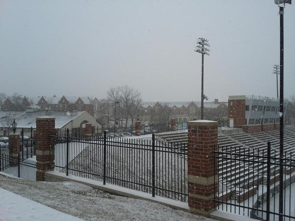 Fresh snow on the beautiful #Lindenwood campus. http://pic.twitter.com/V98nGMeg