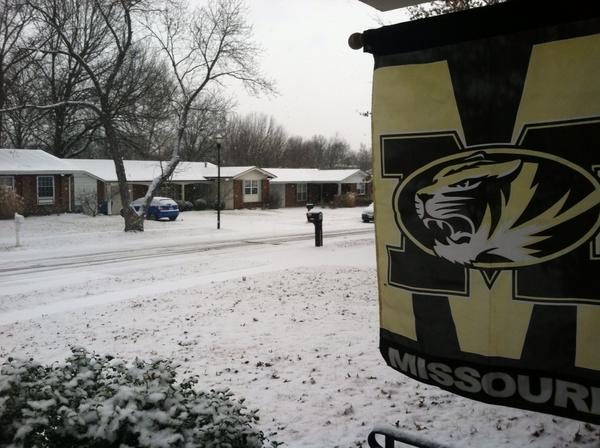 Snow winding down in Maryland Heights, MO http://pic.twitter.com/VjGPQQpY
