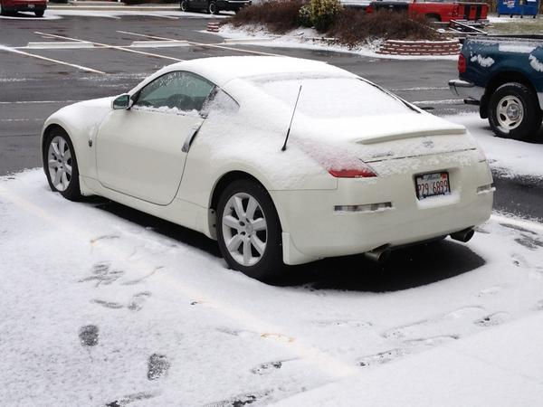 Snow in Illinois the Ride looks Puro Blanco y frio...!!! http://pic.twitter.com/OzZ4ONTI