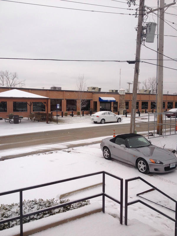 Don't think we expected any snow today St. Louis!!!  Careful on the commute home.  Have a great evening! http://pic.twitter.com/BPxVo5OU