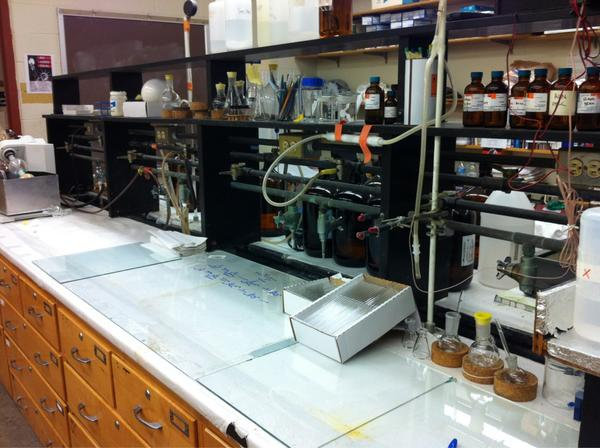Cleaned my bench while waiting for my tosylation to finish up. #RealTimeChem http://pic.twitter.com/yy4AFvFj
