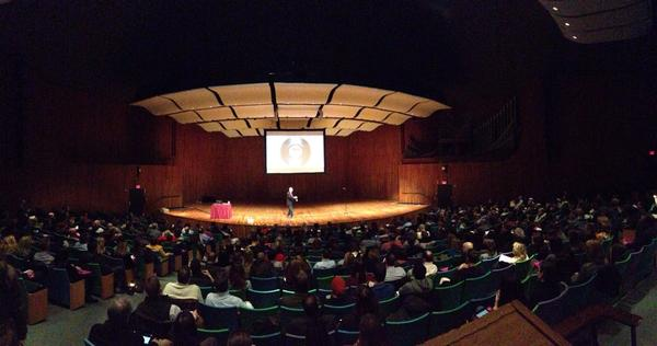 Seth Godin at MIT panorama http://pic.twitter.com/RzOKdJ8r