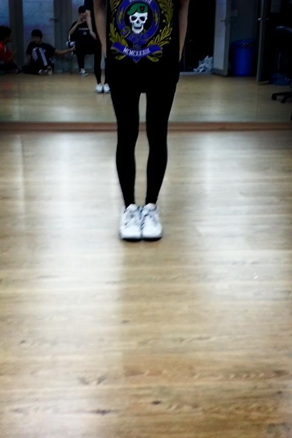 내이름은 SUGA 난 아직 연습생이지만 다리만큼은 소녀시대 http://t.co/lcHJwTwp