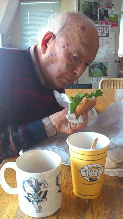 tweet : 元気の秘訣は快食快眠!水木しげる先生が92歳でとんかつ ...