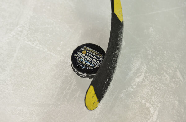 We're dropping the puck in 6 days. Get excited. #HCC http://pic.twitter.com/glGW26ny