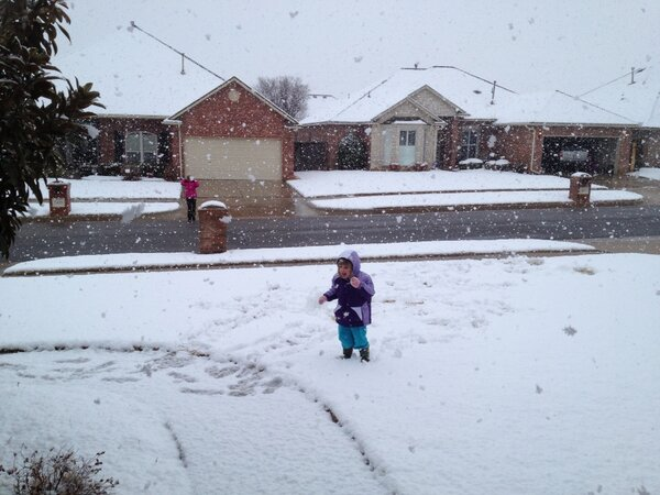 Half dollar snow flakes.  Biggest I've ever seen in Oklahoma. http://pic.twitter.com/dEvgjI6c
