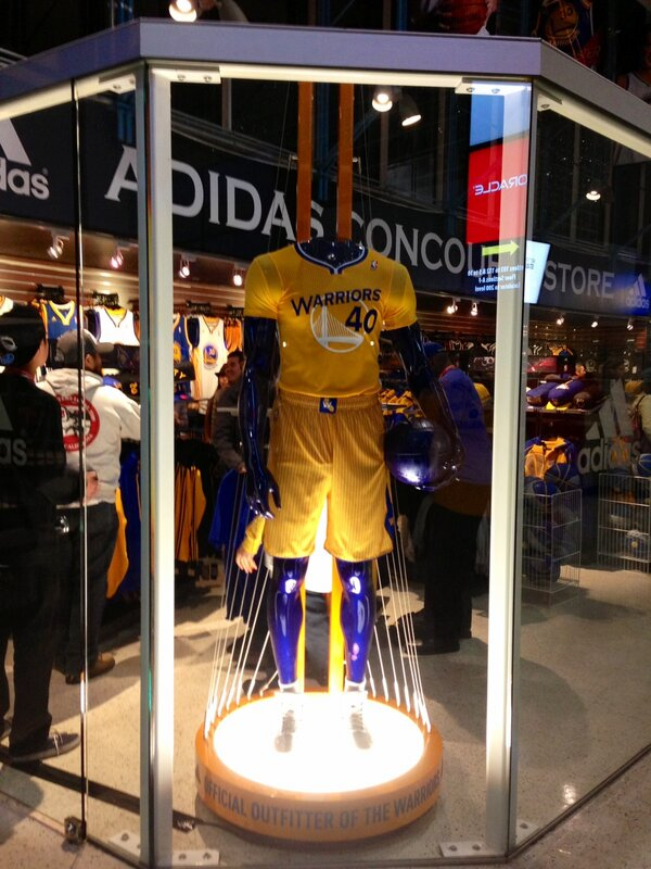 """"""" warriors  New short-sleeve jersey displayed at  adidas Team Store at   OracleArena. pic.twitter.com jPTPbJvx"""" c04d7c2fc6ec"""