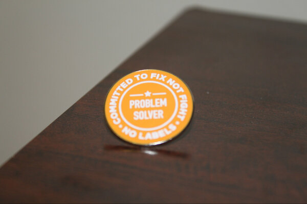 Here's the orange #ProblemSolver pin I'll be wearing to the #SOTU, with 40 of my bipartisan colleagues #FixNotFight http://pic.twitter.com/h9EKxnFi