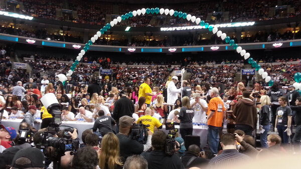 and we're off. #WingBowl21 http://pic.twitter.com/wBKQxDPs