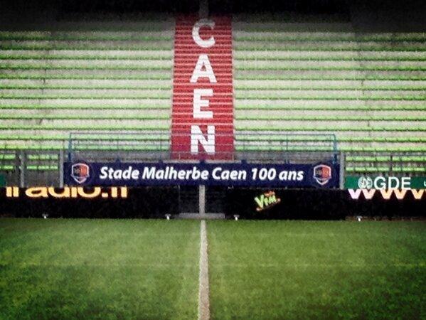 [23e journée de L2] SM Caen 1-0 Nîmes Olympique - Page 3 BCBYC6DCcAEExsO